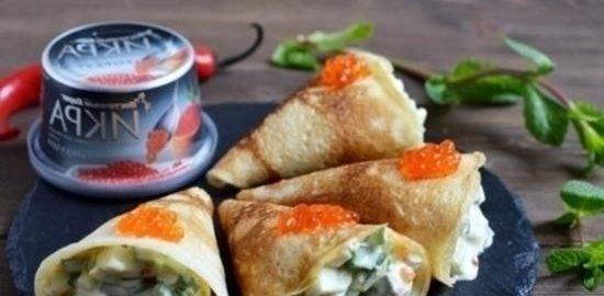 Блинные кулечки с селедочным салатом и икрой кулинарный рецепт