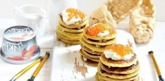 Блинные тортики со сметаной и икрой кулинарный рецепт