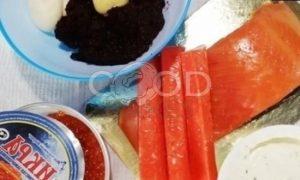 Блинный торт с форелью и красной икрой рецепт шаг 8