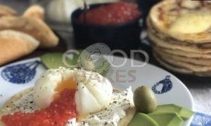 Блины с яйцом пашот и икрой рецепт шаг 3