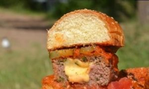 Бургер на огне с сыром кулинарный рецепт