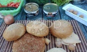 Гамбургер с сайрой рецепт шаг 1
