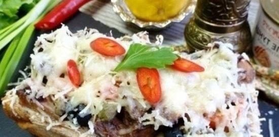 Горячий бутерброд с тунцом и каперсами кулинарный рецепт