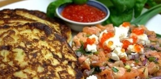 Картофельные панкейки с лососем и икрой кулинарный рецепт