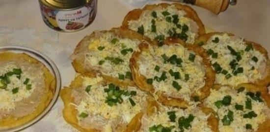 Кукурузные мини-блинчики с паштетом из тунца и яйцами кулинарный рецепт