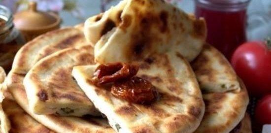 Лепешки с картофельно-сырной начинкой кулинарный рецепт