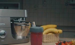 Малиновый смузи с бананом и черной смородиной кулинарный рецепт