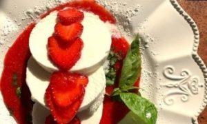 Мороженое с клубникой и базиликом кулинарный рецепт