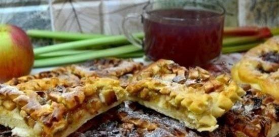 Пирог с яблоками и ревенем кулинарный рецепт