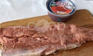 Пирог с омлетом, красной рыбой и икрой рецепт шаг 1