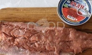 Пирог с омлетом, красной рыбой и икрой рецепт шаг 2