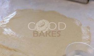 Пирог с омлетом, красной рыбой и икрой рецепт шаг 9