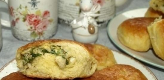 Пирожки с яйцами, зеленью и рисом кулинарный рецепт