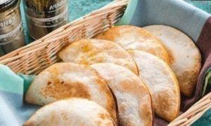 Пирожки с сайрой и яйцом кулинарный рецепт