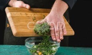 Пирожки с сайрой и яйцом рецепт шаг 4