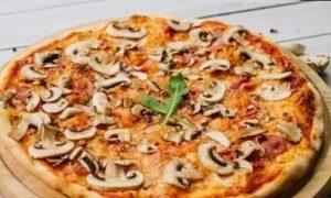 Пицца с шампиньонами и томатным соусом кулинарный рецепт