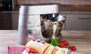 Рулет бисквитный с ягодами рецепт шаг 10