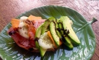 Сандвич из авокадо и семги кулинарный рецепт