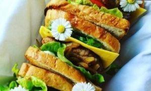 Сэндвич с карамелизированным луком кулинарный рецепт