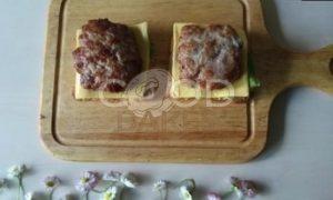 Сэндвич с карамелизированным луком рецепт шаг 10