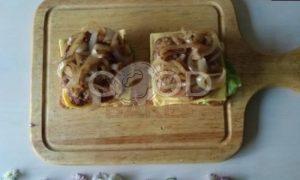 Сэндвич с карамелизированным луком рецепт шаг 11