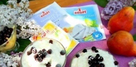 Сливочное мороженое с грушей и ягодами кулинарный рецепт