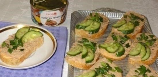 Тосты с плавленым сыром и паштетом из тунца кулинарный рецепт