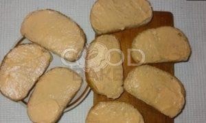 Тосты с плавленым сыром и паштетом из тунца рецепт шаг 3