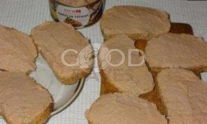 Тосты с плавленым сыром и паштетом из тунца рецепт шаг 5