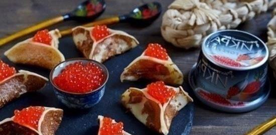 Треугольные блинчики с красной икрой кулинарный рецепт