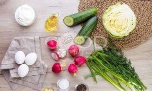 Весенний салат из первых овощей рецепт шаг 1