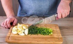 Весенний салат из первых овощей рецепт шаг 4