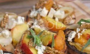 Брускетта с фруктами на гриле, горгонзолой и орехами рецепт шаг 6