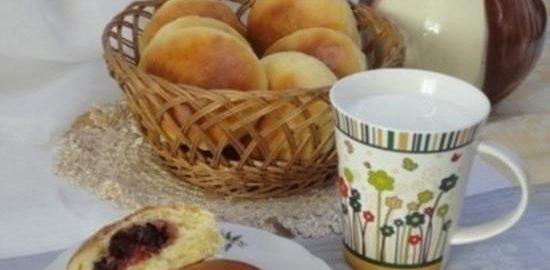 Булочки с вишней и орехами кулинарный рецепт