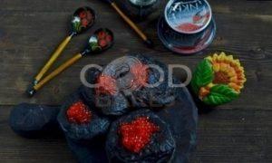 Черные оладьи с красной икрой рецепт шаг 9