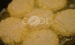 Клубнично-банановые сырники рецепт шаг 5