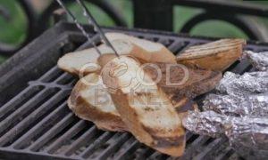 Куриные колбаски с пряным маслом и гренками рецепт шаг 10