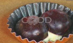 Пирожные со сливами и взбитыми сливками рецепт шаг 4