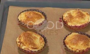 Пирожные со сливами и взбитыми сливками рецепт шаг 8