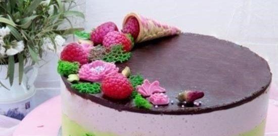 Торт «Птичье молоко» со вкусом малины, фисташек и розы кулинарный рецепт
