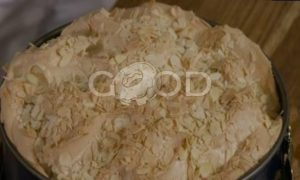 Люсин пирог со сливами и меренгой рецепт шаг 7