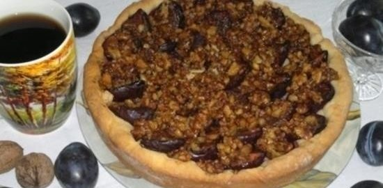 Пирог со сливами и орехами кулинарный рецепт
