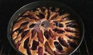 Сливовый заливной пирог рецепт шаг 9