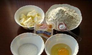 Тарт со сметанно-смородиновой заливкой и взбитыми сливками рецепт шаг 1