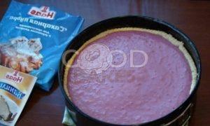 Тарт со сметанно-смородиновой заливкой и взбитыми сливками рецепт шаг 11