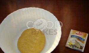 Тарт со сметанно-смородиновой заливкой и взбитыми сливками рецепт шаг 3