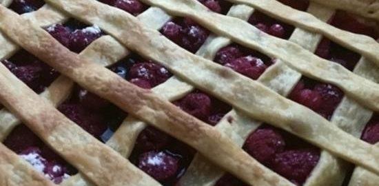 Быстрый пирог с ягодами кулинарный рецепт