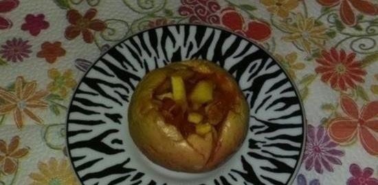Печеные яблоки с курагой, нектарином и орехами кулинарный рецепт