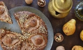 Пирог с грушей, шоколадом и орехами кулинарный рецепт