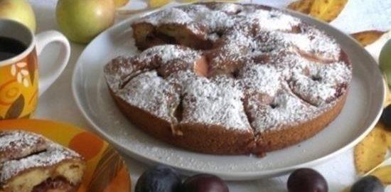 Пирог со сливами и яблоками кулинарный рецепт